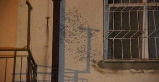 Karamanda Kimliği Belirsiz Kişilerce Bir Apartmana Tüfekle Ateş Edildi