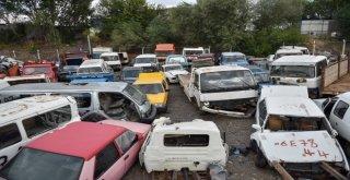 Büyükşehir Hurda Araçları Toplamaya Devam Ediyor