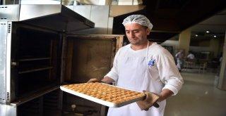 Halk Ekmek Baklavası Raflarda