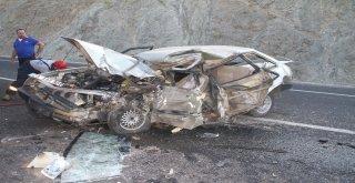 Çekici İle Çarpışan Otomobil Hurdaya Döndü: 1 Ölü, 1 Yaralı