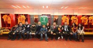 İbb, Şehit Ve Gazi Çocuklarını Galatasaray Futbol Takımıyla Buluşturdu