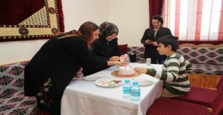 Arnavutköyde  Çocuklar Pasta Süsledi