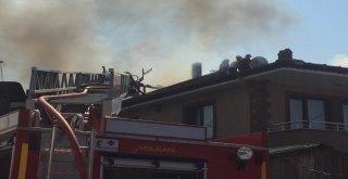 Sakaryada Çatı Yangını Paniğe Neden Oldu