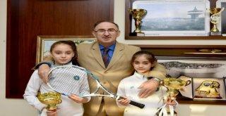 Başkan Kurtulandan Şampiyon Raketlere Kutlama