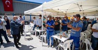Başkan Soyer Büyükşehir çalışanlarıyla bayramlaştı