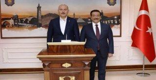 Bakan Soylu, Diyarbakır Büyükşehir Belediyesini Ziyaret Etti