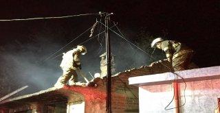 İzmirde Metruk Bir Evde Yangın Çıktı