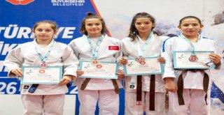Judo Akademisi Meyvelerini Veriyor