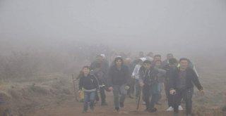 744 Metre Yükseklikteki Dinek Dağına Yürüdüler