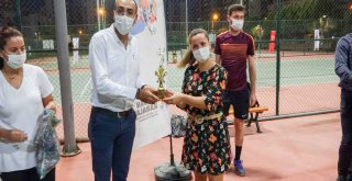 29 Ekim Cumhuriyet Bayramı Tenis Turnuvası'nın şampiyonları belli oldu