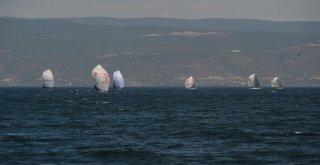 İstanbuldan Başlayıp Bursada Devam Eden Yelken Yarışları Nefes Kesti