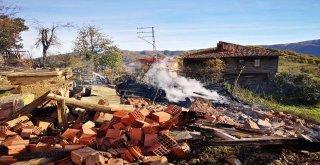 Kastamonuda Yangında 4 Ev Kullanılamaz Hale Geldi