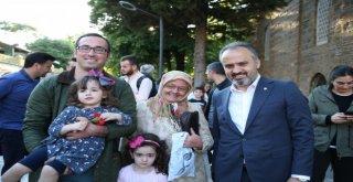 Başkan Aktaştan Annelere Karanfil