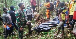 Endonezyadaki Uçak Kazasında Bir Çocuk Kurtuldu