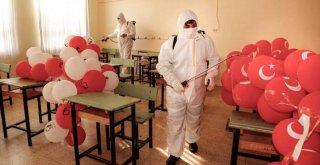 Okulları dezenfekte, öğrencilere hediye…