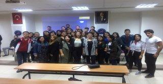 """Aü Öğrencilerine """"Stratejik İletişim Ve Medya"""" Konferansı"""