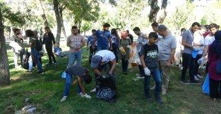 Gönüllüler Batmanda Çöpleri Topladı