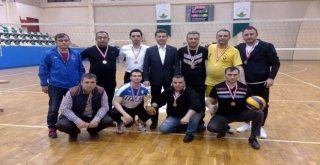 Voleybol Turnuvasında Şampiyon Zabıta Müdürlüğü