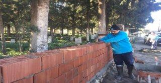 Heybelinin Mezarlık Duvarı Yenileniyor