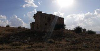 Defineciler Erzincanda Tarihi Yok Ediyor