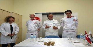 Ünlü Aşçı Yenimek Kursiyerlerine Aşure Tarifi Verdi