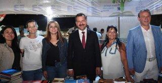 Başkan Yücel Yılmaz Edremit Kitap Fuarı'nda vatandaşlarla panele katıldı.