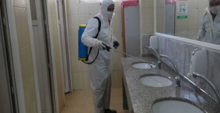 Büyükşehir okullarda dezenfekte ve temizlik çalışması gerçekleştiriyor