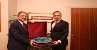 Belediye Başkanı Seçen, Özhasekiyi Ziyaret Etti
