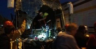 Yolcu Otobüsü Tıra Çarptı: 18 Yaralı