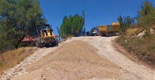 Büyükşehir Seydikemer'de Yol Çalışmalarını Sürdürüyor