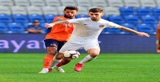 Spor Toto Süper Lig: Medipol Başakşehir: 1 - Antalyaspor: 0 (İlk Yarı)