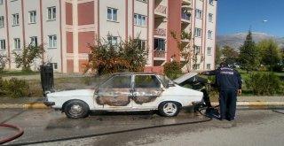 Erzincanda Park Halindeki Otomobil Yandı