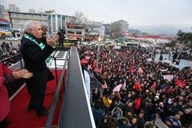 CHP'nin  Büyükşehir Adayı Bozbey Bursa'da coşkuyla karşılandı