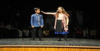 Osmangazide Minik Tiyatrocular Büyüledi