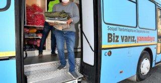 Büyükşehir'in giyim otobüsü depremzedelerin hizmetinde