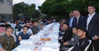 İftar Sırası Atatepe Meslek Lisesinde