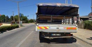 Otomobil Kamyonete Çarptı: 1 Yaralı