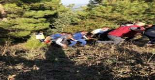 Manisada Otomobil 30 Metrelik Uçuruma Yuvarlandı