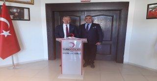 Rektör Akın Leventten, Türk Kızılayına Ziyaret