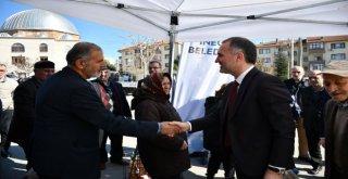 İnegöl Belediyesi Bez Torba Dağıtımlarına Alanyurtta Devam Etti
