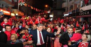 İzmirdeki Cumhuriyet Coşkusu Gece Boyu Devam Etti