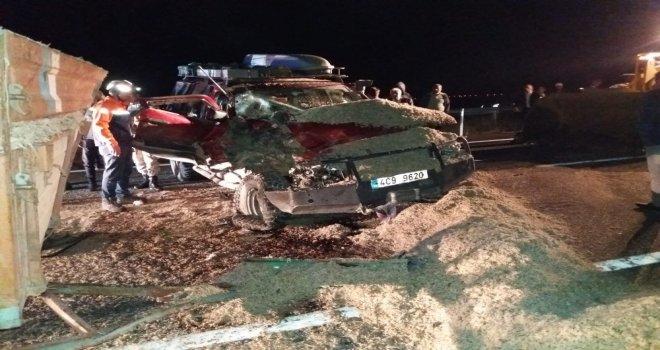 Ağrıda Otomobilde Sıkışan 2 Kişi Kurtarıldı