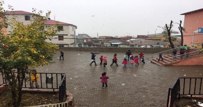 Karlıovada Kısa Süreli Kar Yağdı, Kaza Meydana Geldi