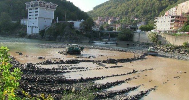 Çoruh Nehrinde Yapılan Çalışma Sayesinde Borçka Çirkin Görüntülerden Kurtulacak