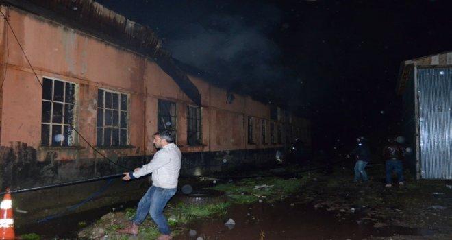 Artvinde Oto Tamirhanesinde Yangın