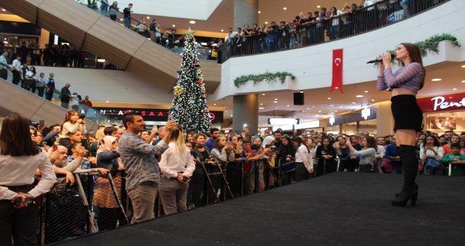 İzmirde Konser Veren Elif Kayadan Albüm Müjdesi