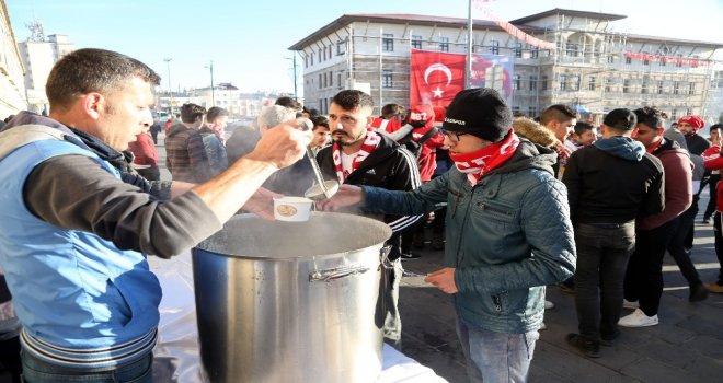 Sivas Belediyesinden Taraftara Sıcak Çorba İkramı