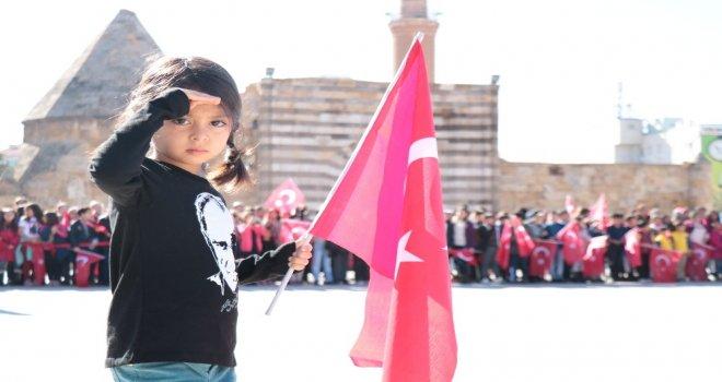 Kırşehirde Cumhuriyet Bayramı Kutlamalarına Büyük İlgi