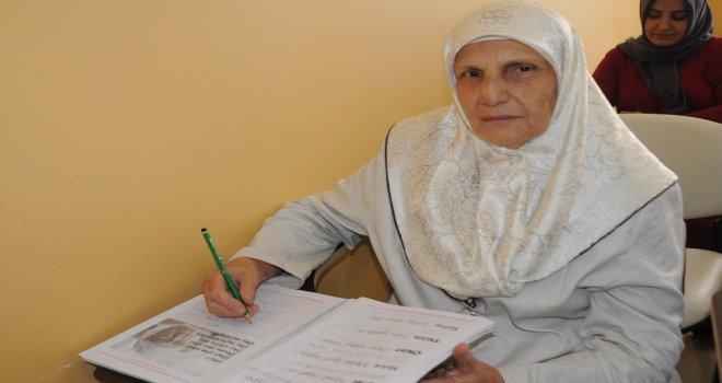 Kayyum Belediyenin Açtığı Kursa Katılan 70 Yaşındaki Nahide Arının Okuma Azmi  Örnek Oluyor