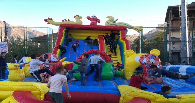 Hakkari Belediyesi Çocukları Sevindirdi
